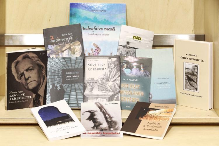 Tizenkét irodalmi alkotásból készült könyv a Canon Hungária támogatásával